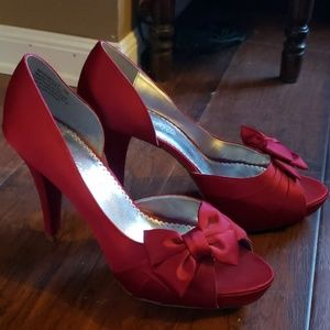 Gorgeous Red Satin Heels Ladies Size 9